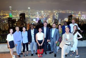 Foto grupo con vista de HK